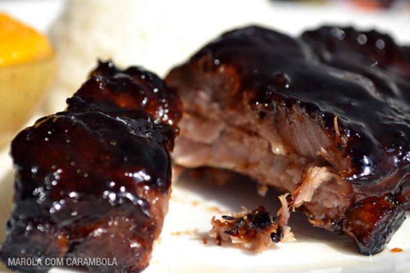 Receita de Costelinha com barbecue e batatas com cheddar