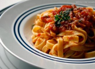 Talharim com molho de tomates fácil