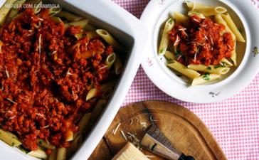 Receita de Penne ao Molho de Tomates e Linguiça Frescal