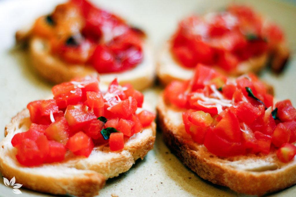 Receita de Bruschetta de tomate e de pimentões assados