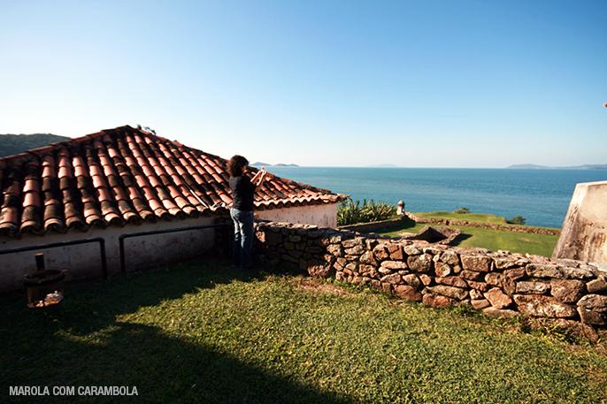 Eloah fotografando a ilha