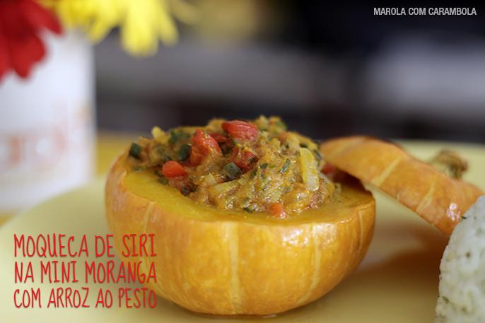Moqueca de siri na mini moranga com arrroz ao pesto