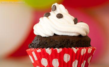 Receita de Cupcake de chocolate com brigadeiro branco