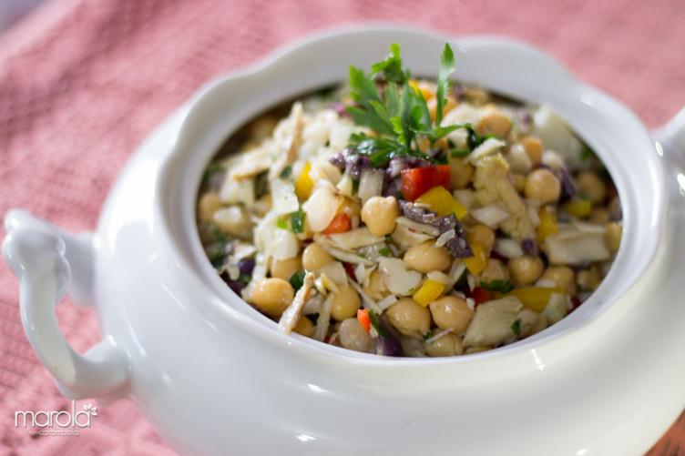 Receitas Leves e práticas - Receita de Salada de Grão de Bico com Bacalhau