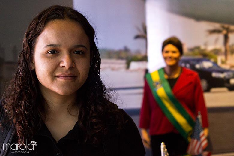 Eloah conhecendo um dos principais pontos turísticos em Gramado