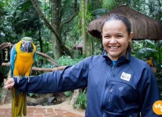 Parque das Aves - Eloah Cristina segurando a Arara