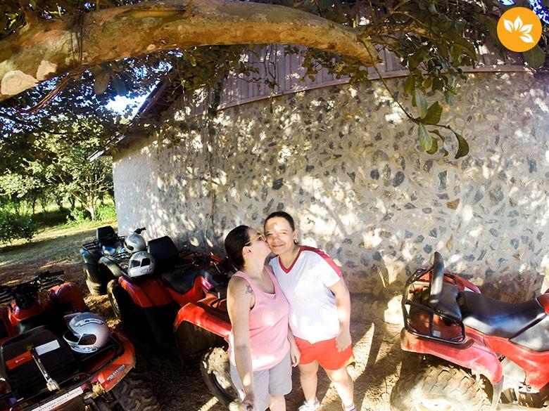 Amanda e Eloah no Passeio de Quadriciclo em Bonito