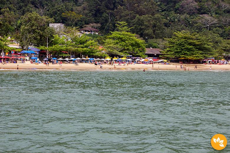 Praia Laranjeiras - Passeio de Barco Pirata em Balneário Camboriú