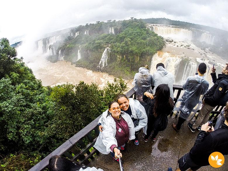 Eloah Cristina e Amanda Fernandes - Cataratas do Iguaçu