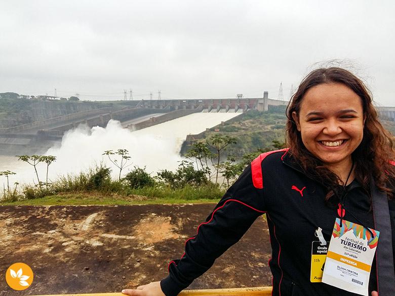Eloah na Itaipu Binacional com uma das comportas aberta