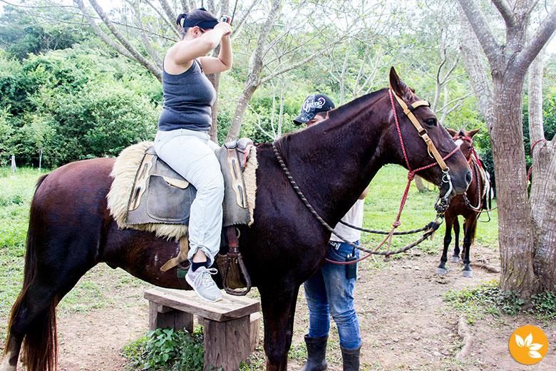 Amanda Fernandes no Passeio a Cavalo na Estância Mimosa