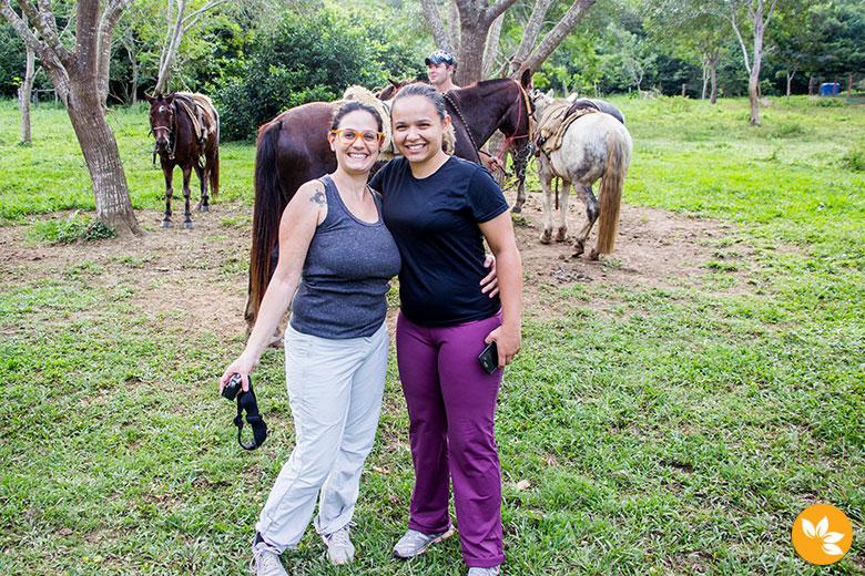 Eloah e Amanda no Passeio a Cavalo na Estância Mimosa