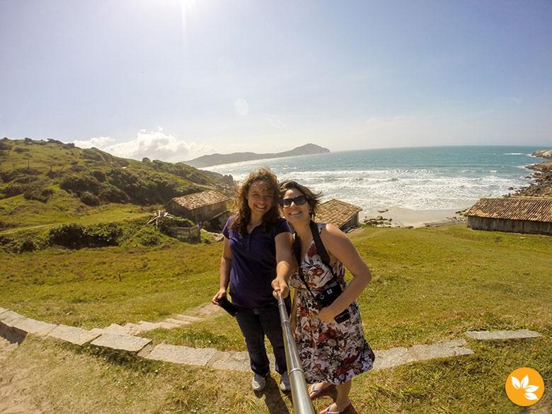 Eloah e Amanda na Praia do Rosa