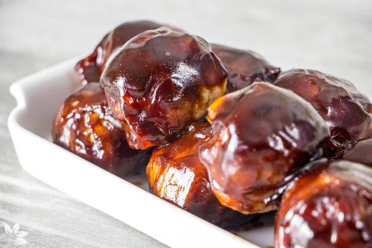 Receita de Almôndegas com Bacon Recheadas com Queijo Muçarela e Cobertas de Molho BBQ