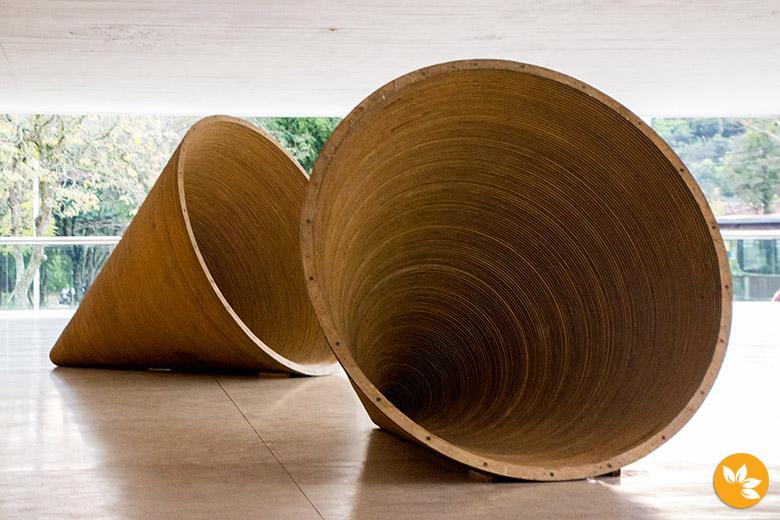 Exposição na área externa - Cones - Museu Oscar Niemeyer