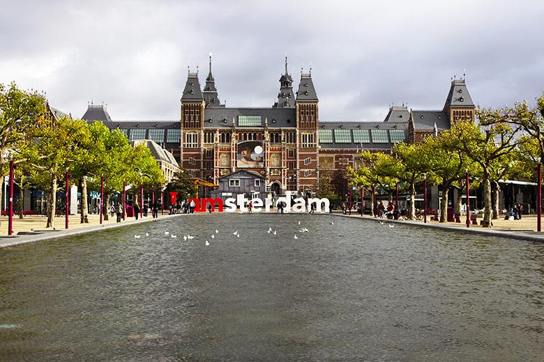 Museumplein em Amsterdã na Holanda