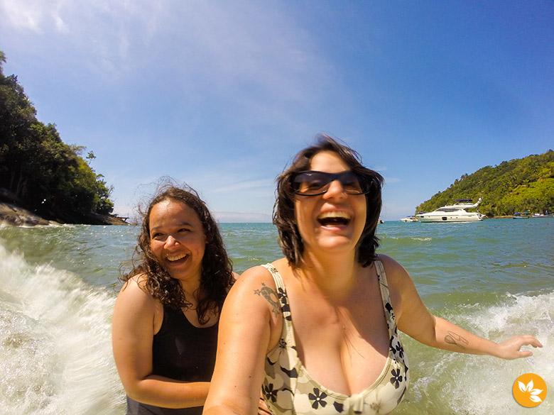 Eloah e Amanda na Praia da Fome - Ilhabela