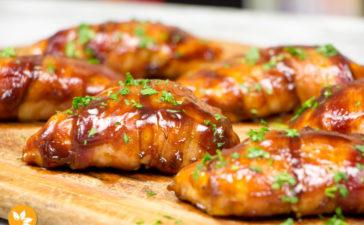 Peito de Frango com Bacon e Molho Barbecue