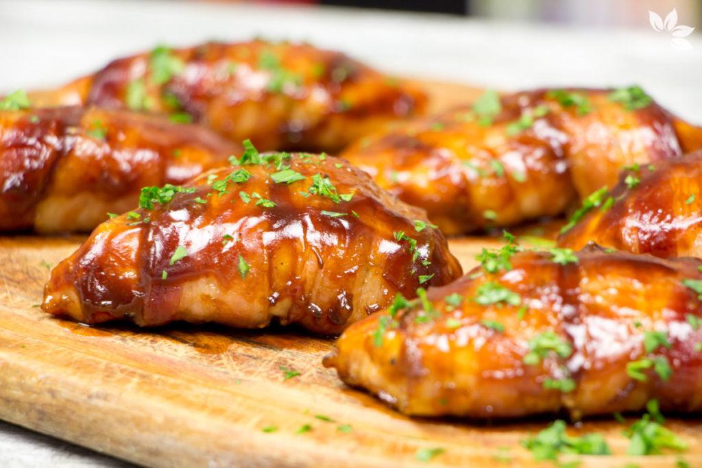 Receita de Peito de Frango com Bacon e molho barbecue