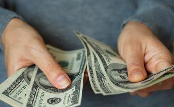 Foto © Shutterstock. Cotação do dólar - Dicas para economizar e encontrar o melhor valor