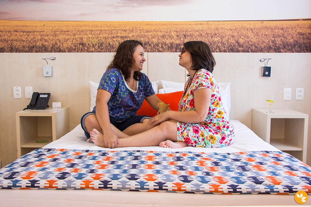 Eloah e Amanda no Hotel Comfort Suites Alphaville