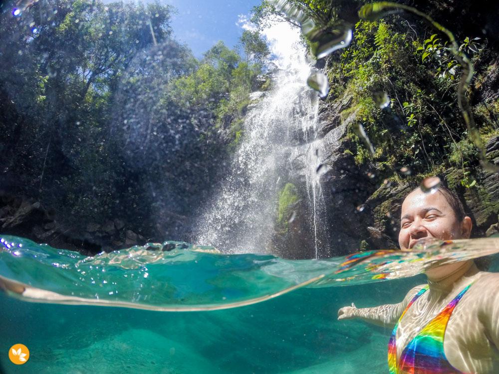 Cachoeira Santa Bárbara e sua cor intensa azul-turquesa