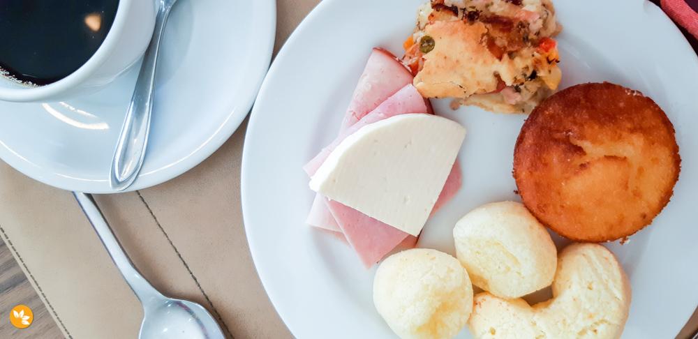 Café da Manhã com pratos típicos do Mato Grosso