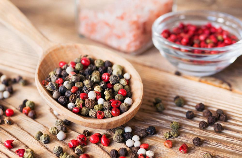 7 temperos e especiarias indispensáveis na cozinha - Mix de Pimentas - Pimenta Preta
