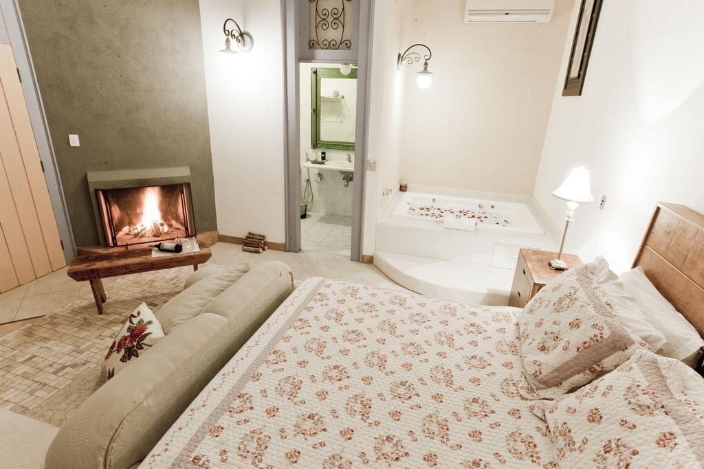 Hotéis com jacuzzi no quarto - Pousada Pequena Tiradentes