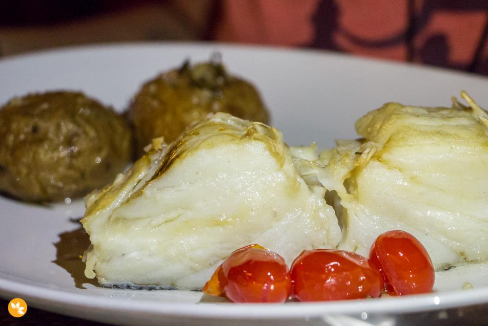 Brotas Bar - Bacalhau com batatas ao murro e tomatinho confit