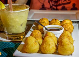 Brotas Bar - Coxinhas artesanais de frango com catupiry e os bolinhos de queijo coalho com mel do engenho