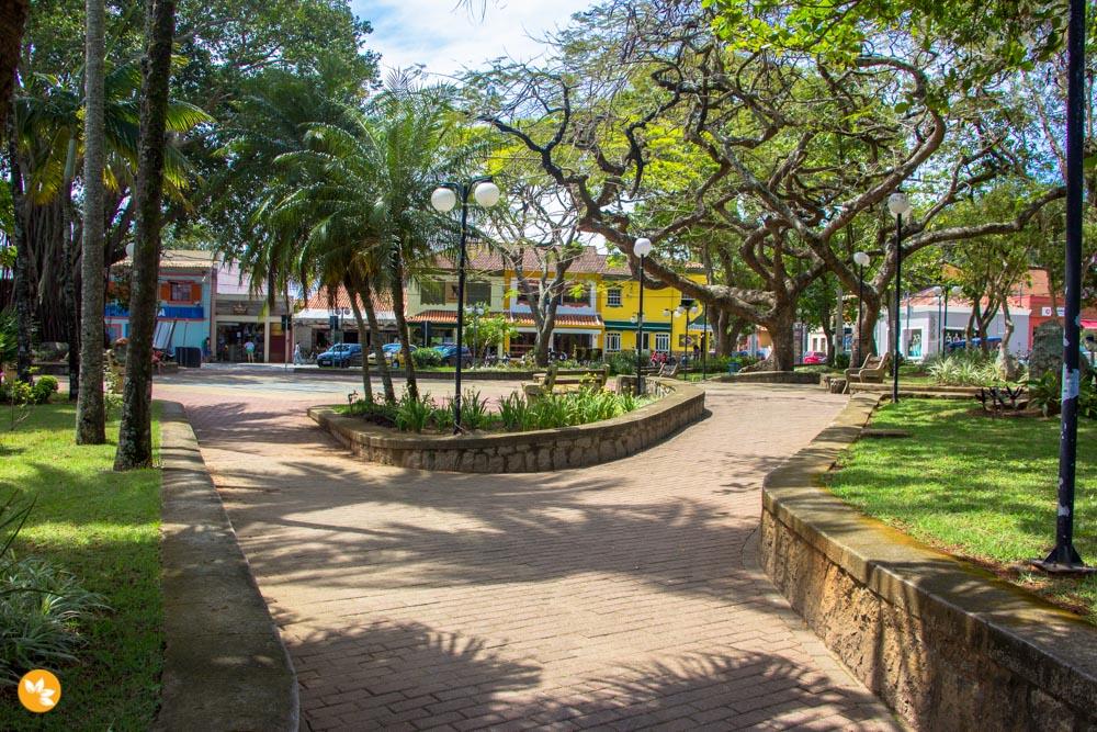 O que fazer em Ilhabela - Passeio pela praça da cidade