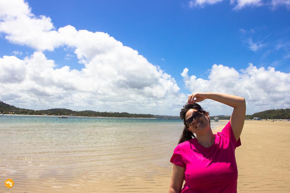 Amanda no banco de areias na Praia de Carneiros