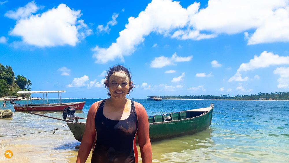 Eloah no Banho de Argila na Praia de Guadalupe