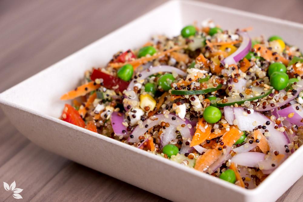 Receita de Salada de Quinoa - Receita leve e prática para o dia a dia.