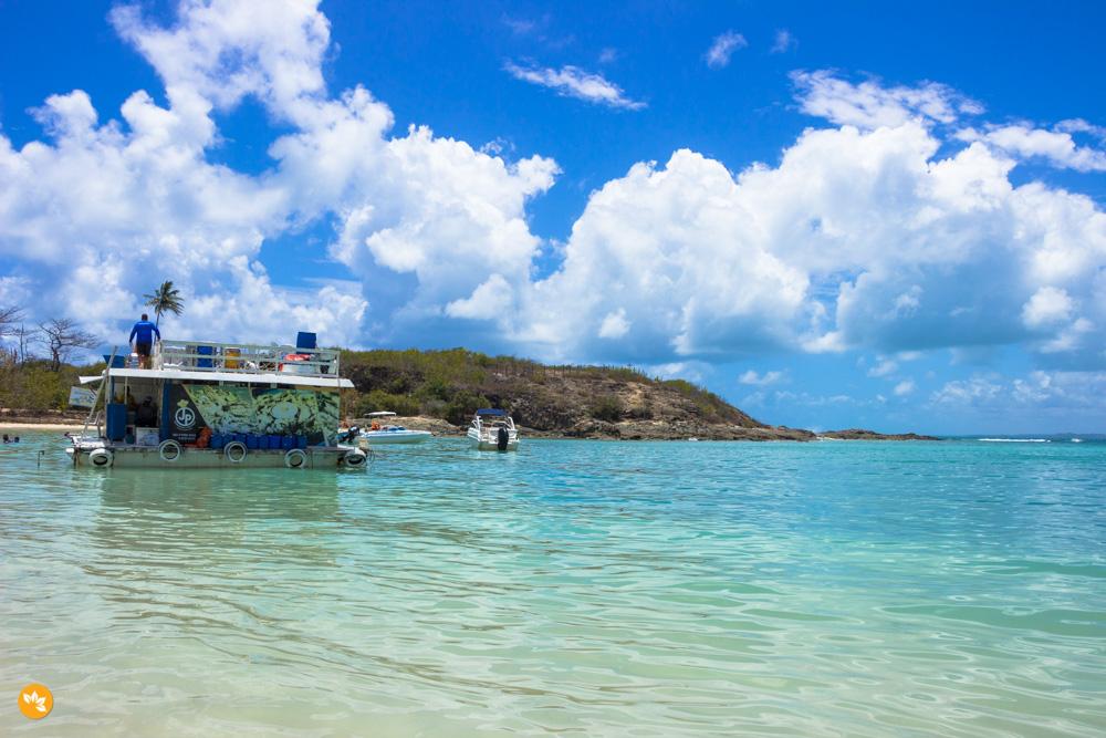 JP Petiscaria é o único bar, flutuante, na Ilha de Santo Aleixo
