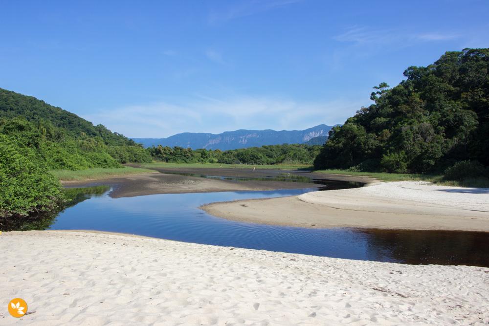 Praia da Juréia - Entre o mar e o rio de água doce