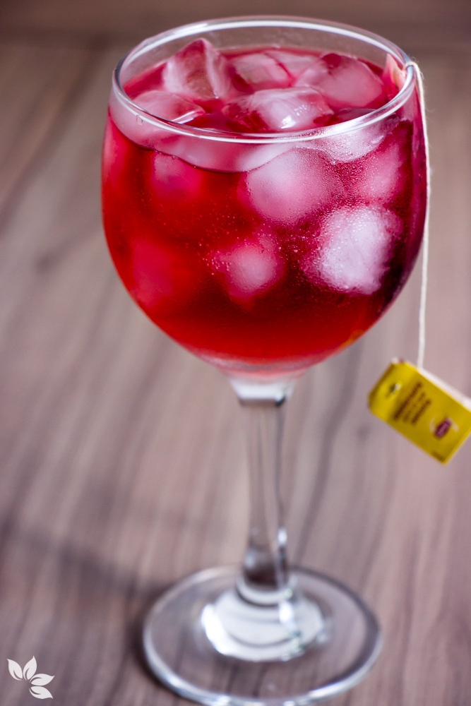 Receita de Gin Tônica com chá de frutas vermelhas