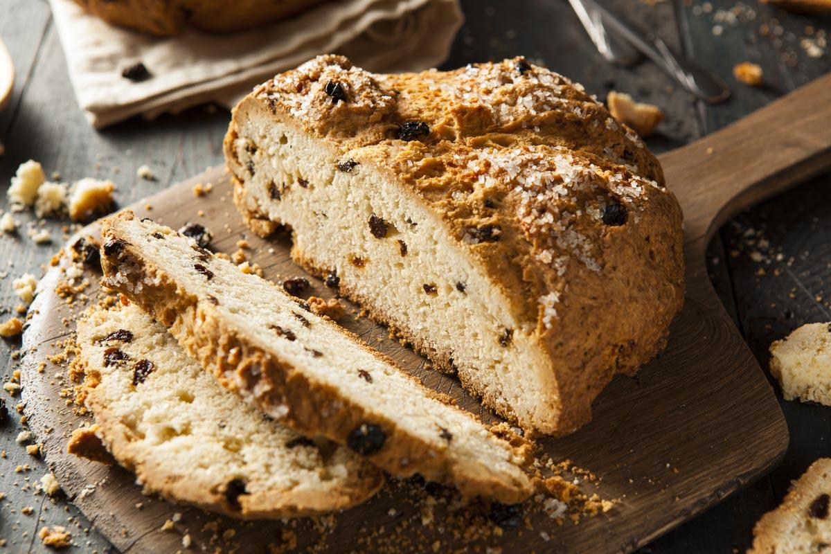 Receita de Soda Bread Irlandês com passas e Tâmaras