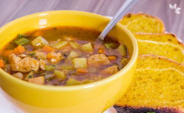 Receita de Sopa de Frango com Legumes