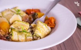 Receita de Ravioli de Abobrinha com queijo e molho de tomate assado