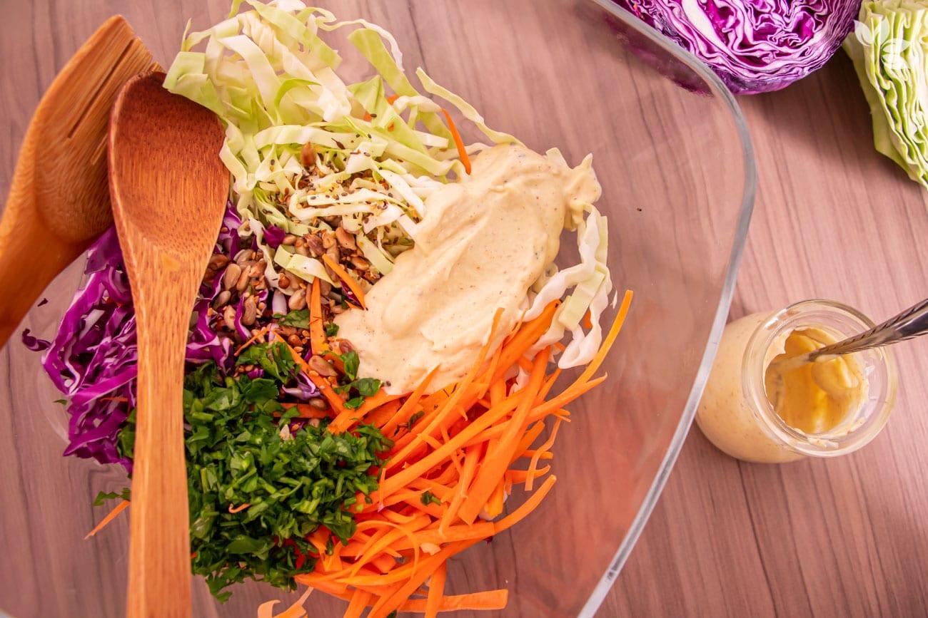 Como fazer salada de repolho cru com maionese