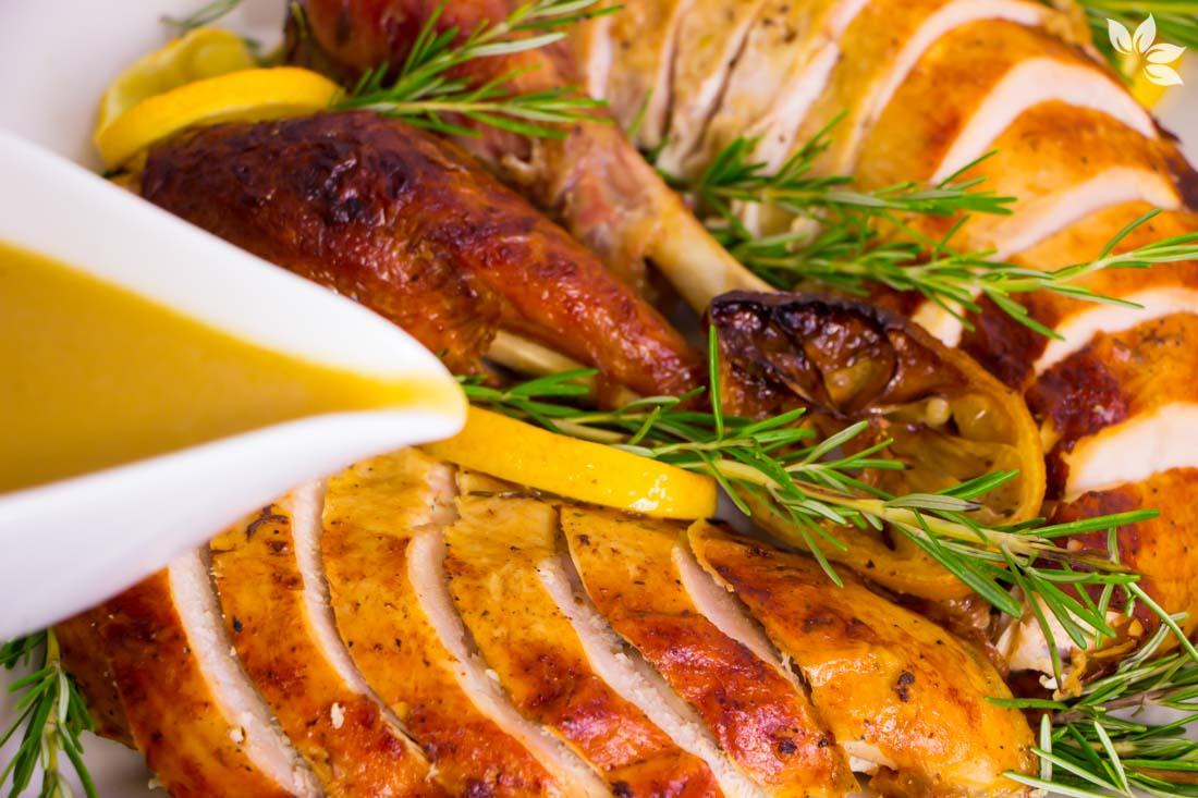 Como fazer Peru de Natal Suculento com limão siciliano, alho e alecrim