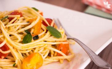 Receita de Espaguete de Pupunha com Tomate e Manjericão