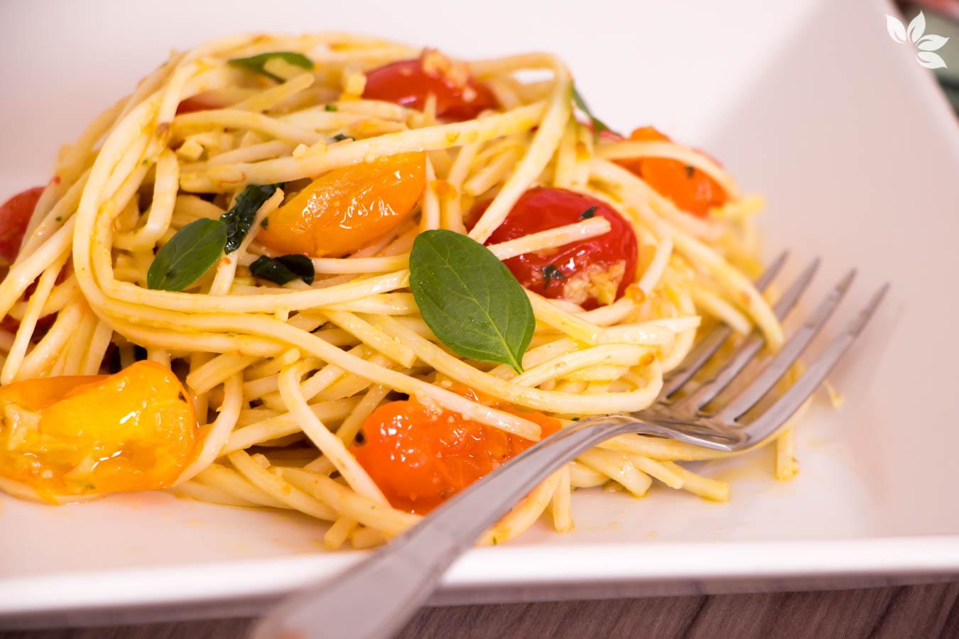 Receita de Espaguete de Palmito Pupunha com Tomate e Manjericão