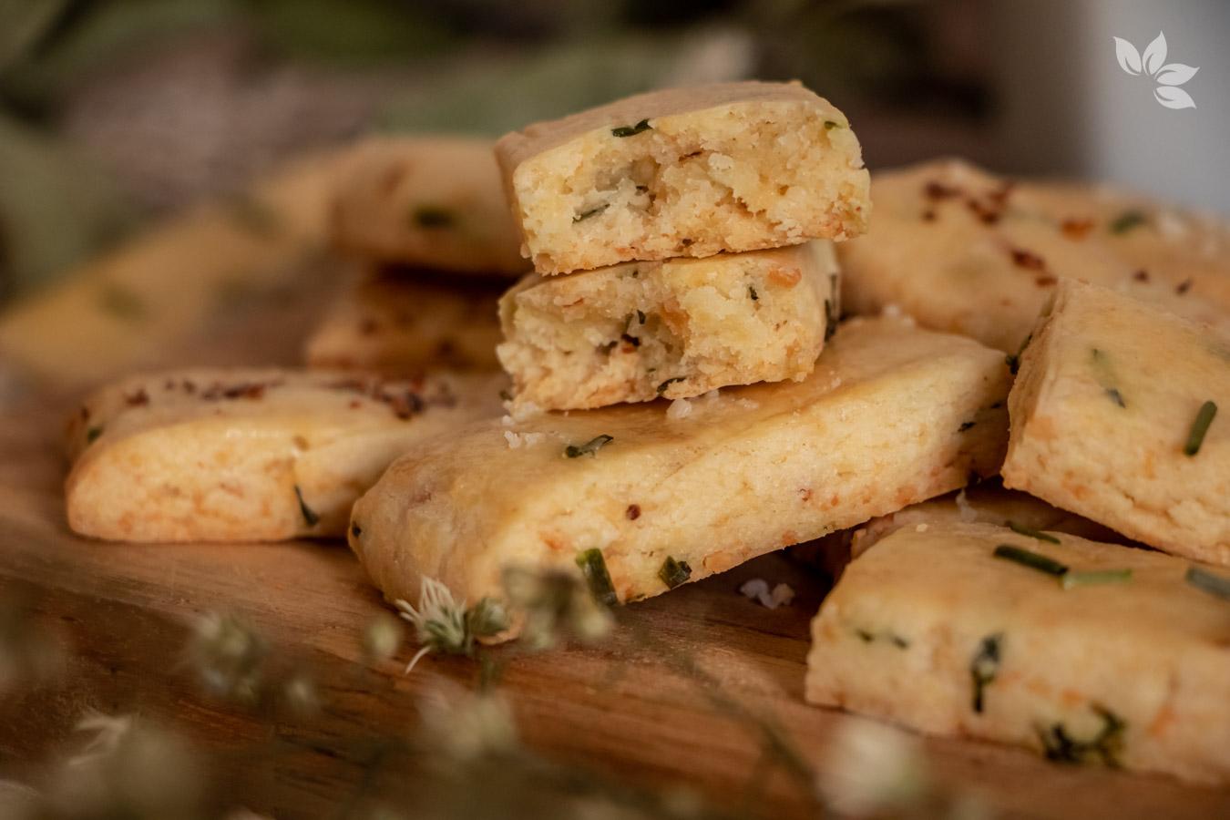 Receita de Biscoito de Parmesão com Cebolinha - Shortbread de parmesão com cebolinha